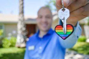 Travailler avec une agence immobilière pour trouver un acheteur