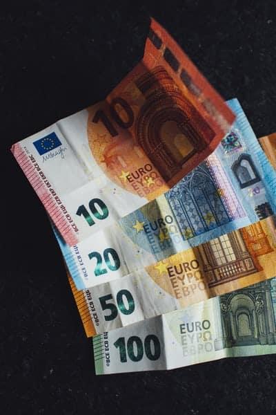 Comment épargner 1 000 euros par mois?